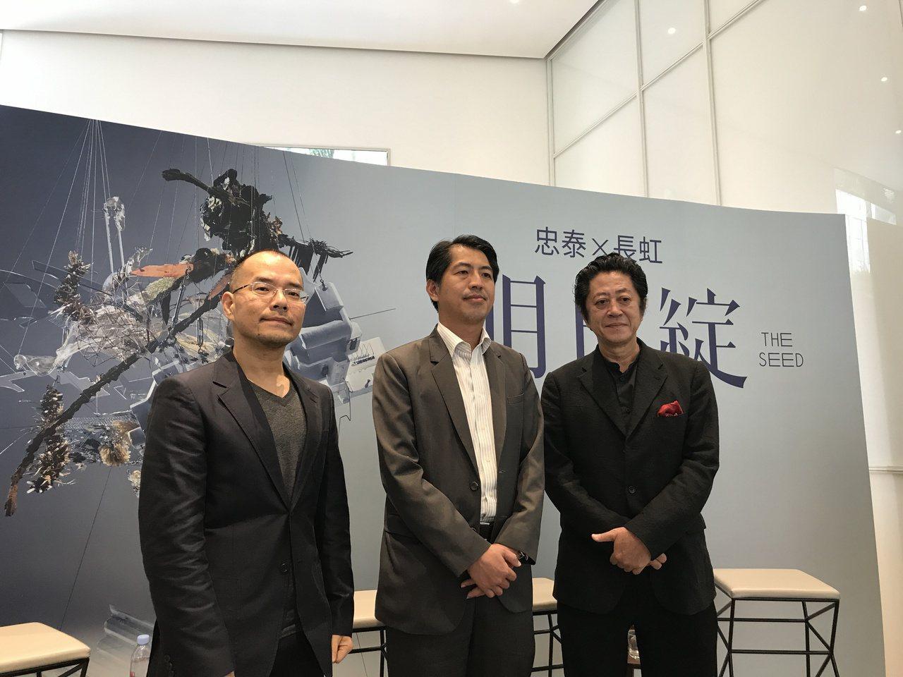 忠泰建設副董李彥良(左一)、長虹建設總經理李耀中(中)。記者游智文/攝影
