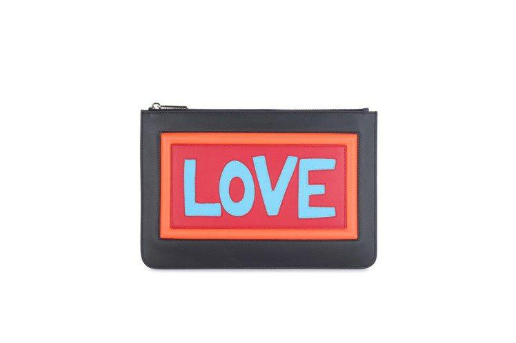 FENDI Vocabulary系列Love手拿包,售價37,600元。圖/FE...