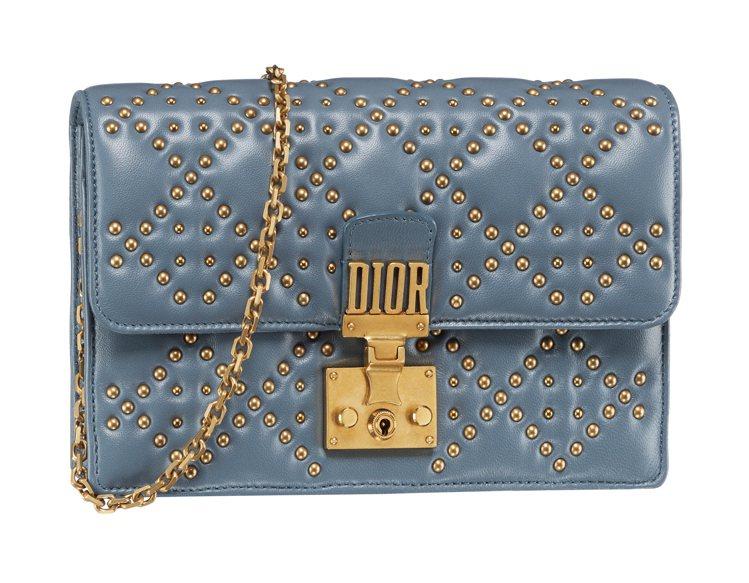 Dioraddict灰丁寧藍鉚釘籐格紋零錢包,售價71,000元。圖/DIOR提...