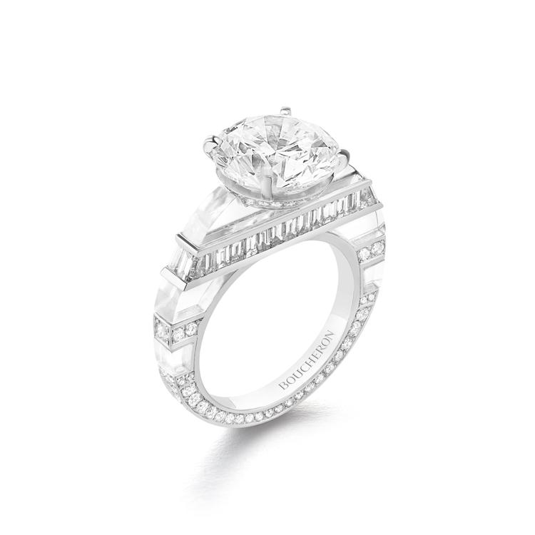 林依晨配戴的Givre 戒指,白K金鑲嵌主石5.01克拉鑽石、鑽石共1.85克拉...