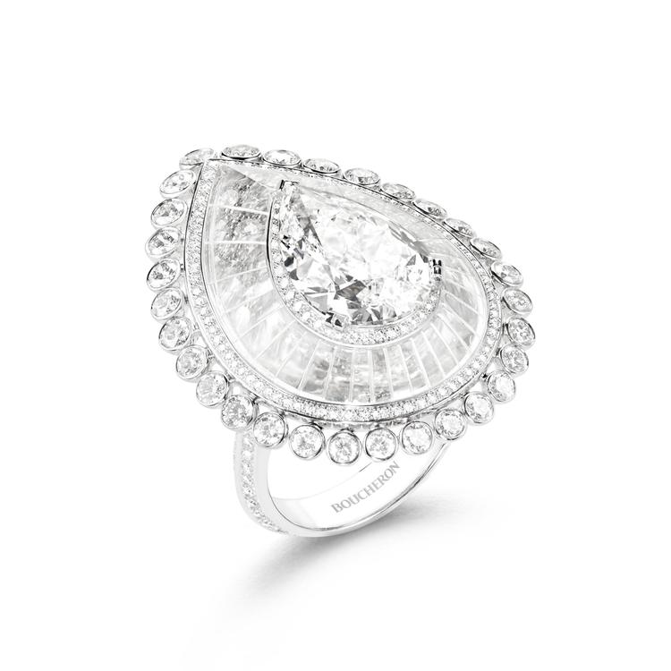 Dôme Graphique 戒指,白K金相牽主石5.02 克拉鑽石、鑽石共4....