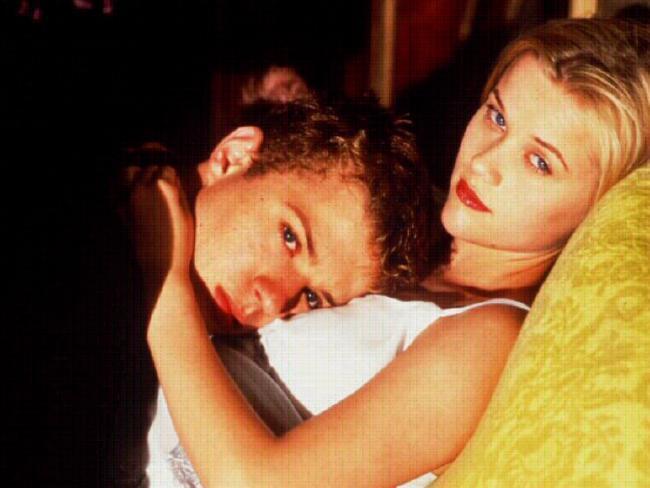 雷恩菲利浦與瑞絲薇絲朋因合演「危險性遊戲」交往、結婚。圖/摘自News.com....