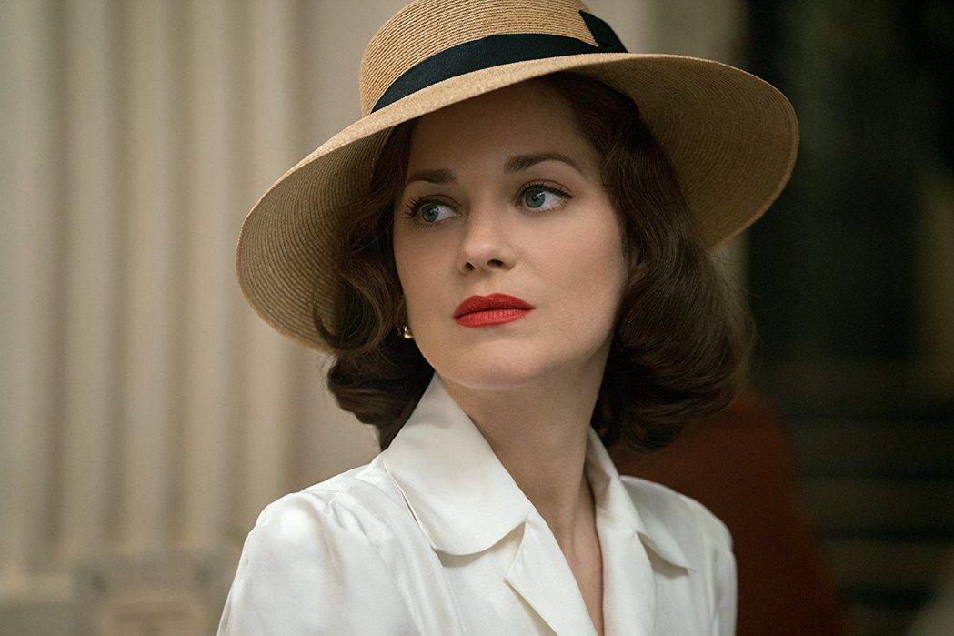 瑪莉詠柯蒂亞在好萊塢影片中常是典雅的造型。圖/摘自imdb