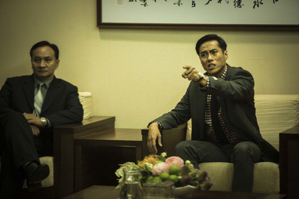 莊凱勛(右)演政治人物坦言有參考對象。圖/公視提供