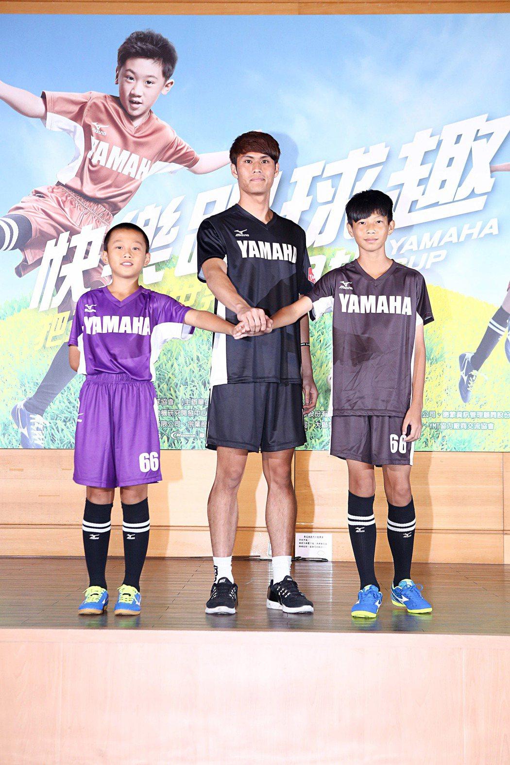第一屆YAMAHA CUP選手蔡碩哲(中)為第九屆YAMAHA CUP參賽選手新...