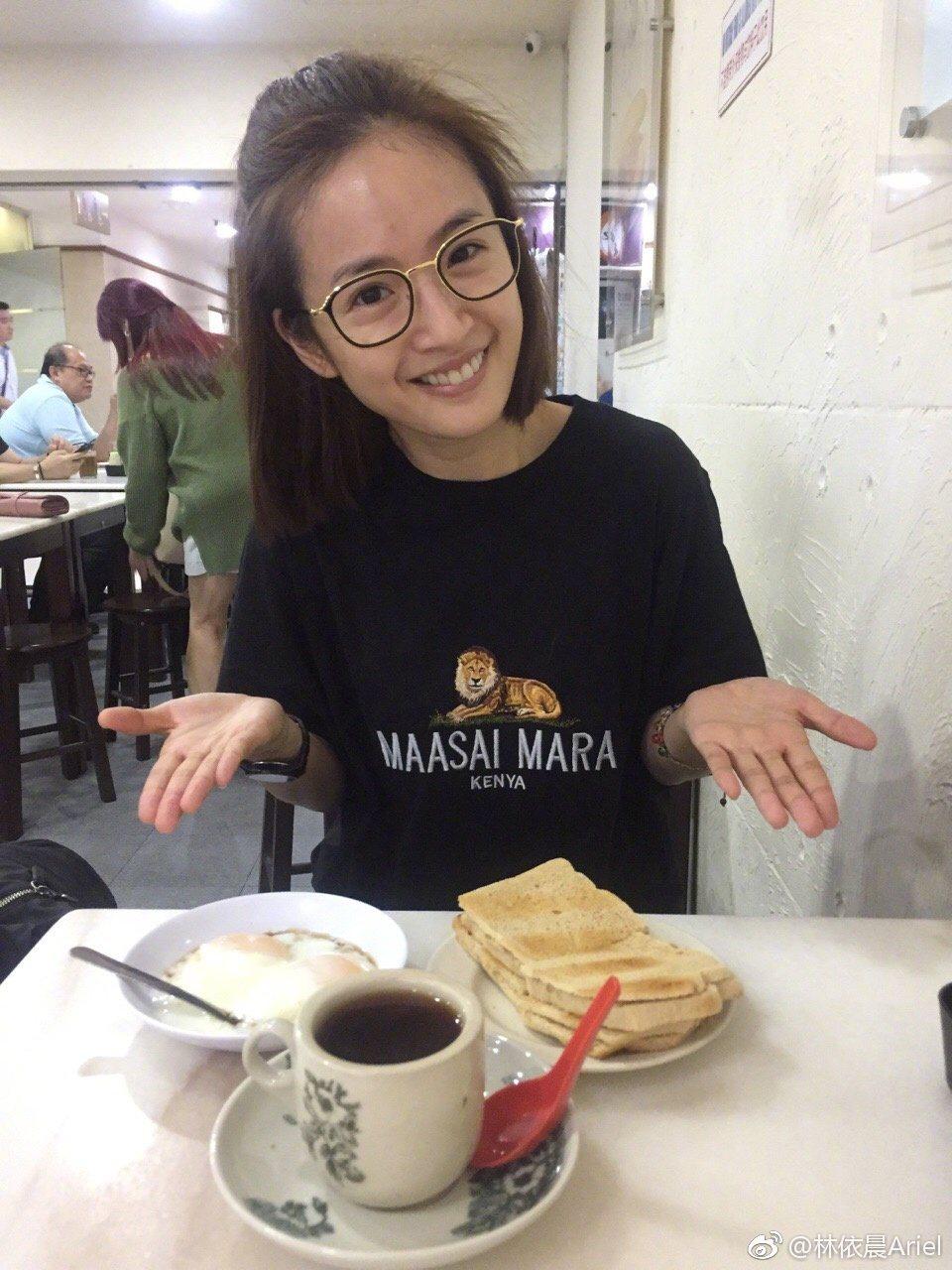林依晨最近新加坡,還吃遍當地各式早餐。 圖/擷自微博。
