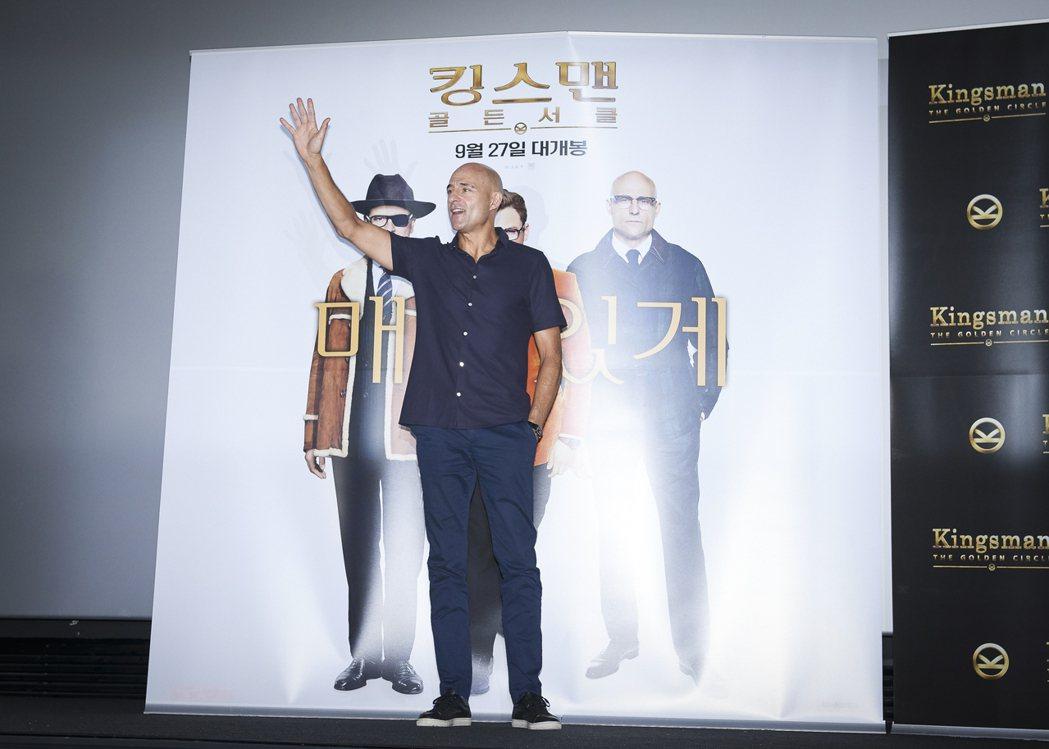 馬克史壯出席「金牌特務:機密對決」首爾首映及記者會,受訪時妙語如珠。圖/福斯提供