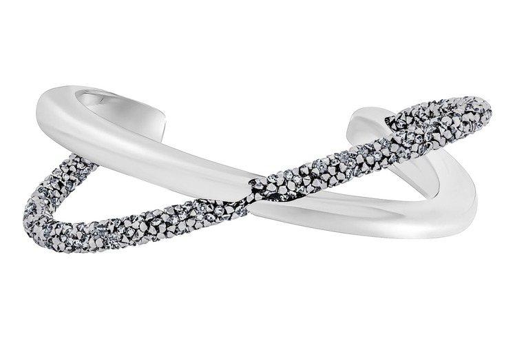Crystaldust Cross闊手鐲,灰色, 不銹鋼,4,490元。圖/施華...