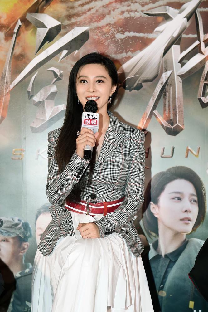 范冰冰零片酬力挺李晨執導的第一部電影,甜喊「沒有片酬就用一生償還吧」。圖/摘自搜