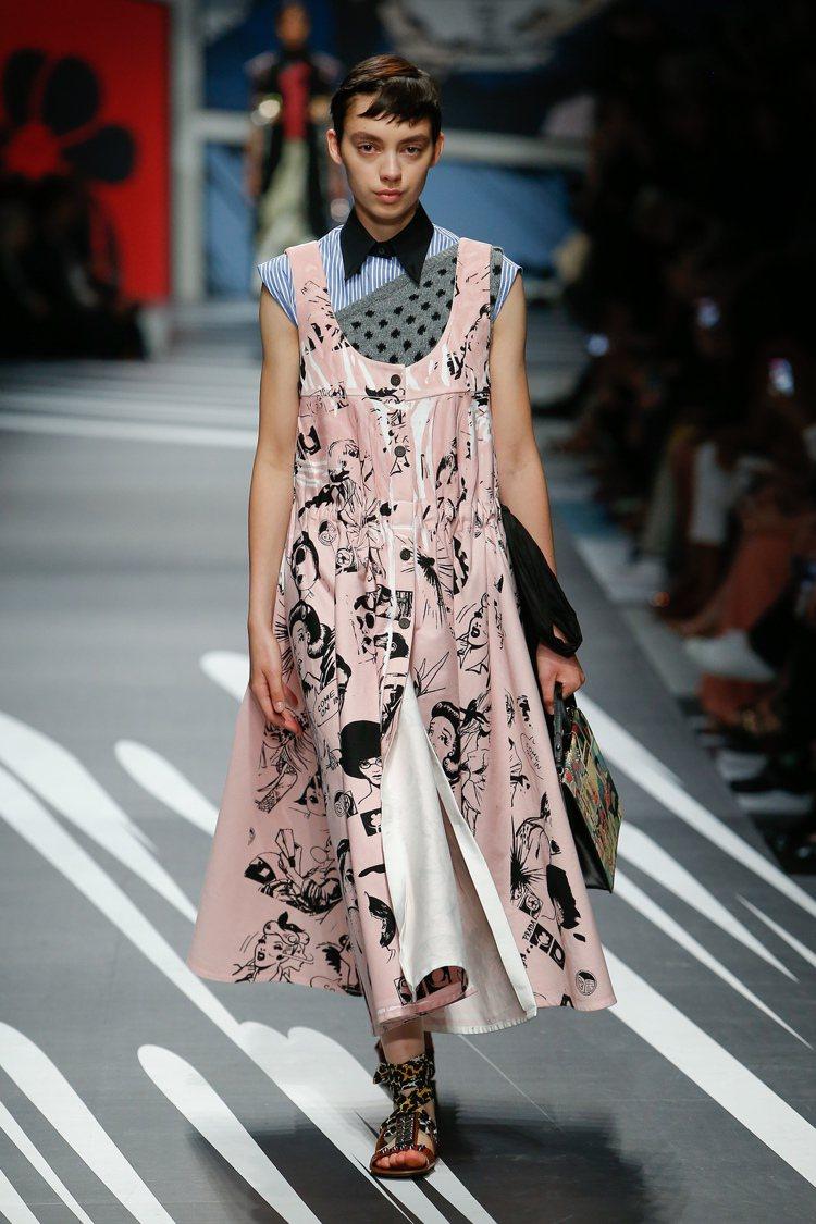 畫滿漫畫的塑料吊帶裙既時髦又有態度。圖/PRADA提供