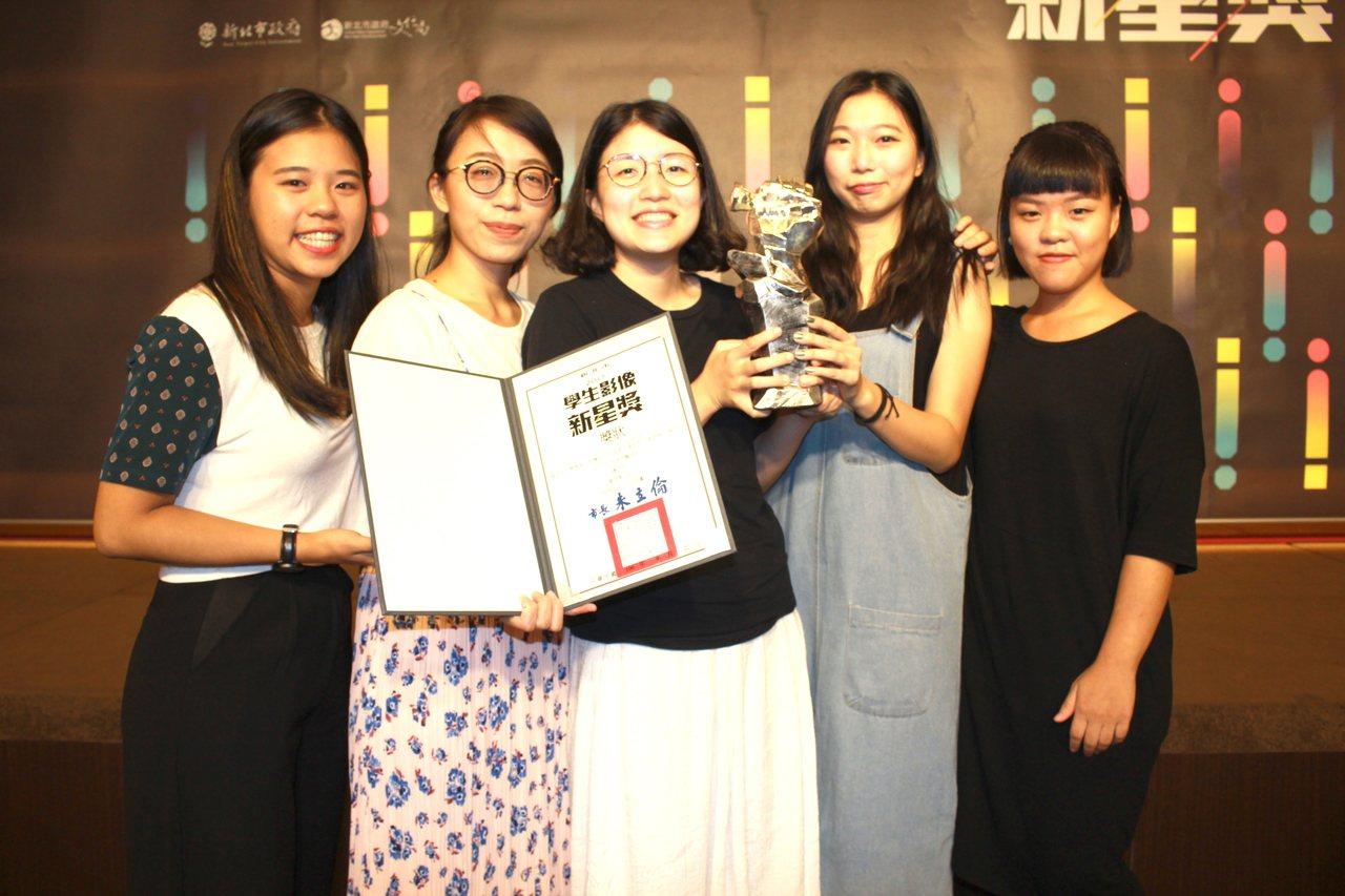 獲得非劇情類第一名《迷海龜途》由淡江大學大眾傳播學系學生萬恩晶、曹雅涵等人獲得。...