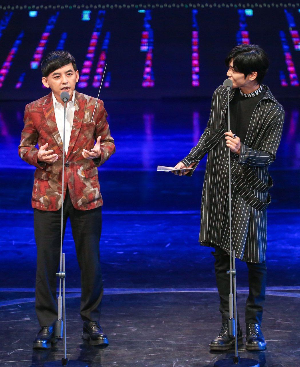 第52屆廣播金鐘獎,黃子佼(左)、畢書盡(右)擔任頒獎人。記者鄭清元/攝影