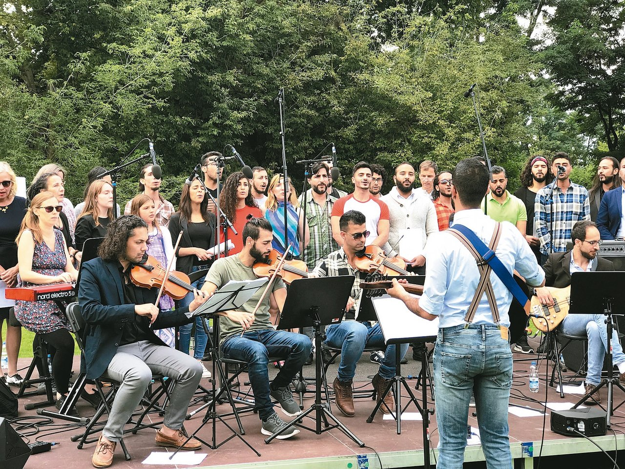 「希望合唱團」在柏林「世界花園展」上以阿拉伯文演唱〈花兒去哪了?〉傳達反戰精神。...