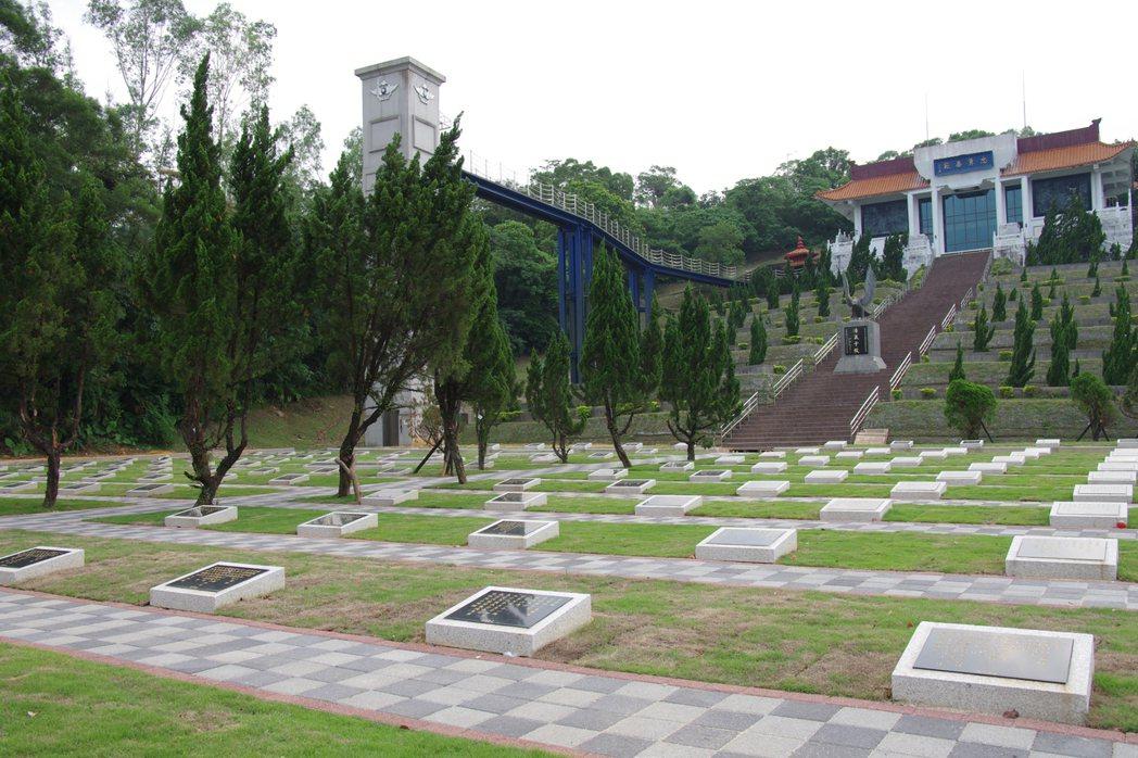 碧潭空軍公墓近照,整修工程尚在進行中。 記者程嘉文/攝影