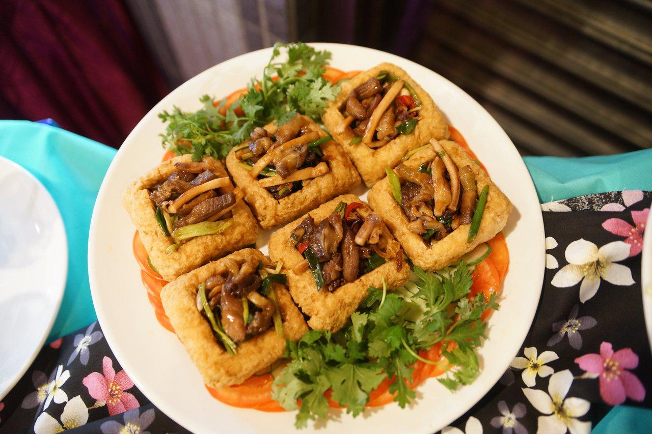 桃園市客家美食HAKKA FOOD餐廳輔導計畫成果展,新研發出的創新料理「臭豆腐...