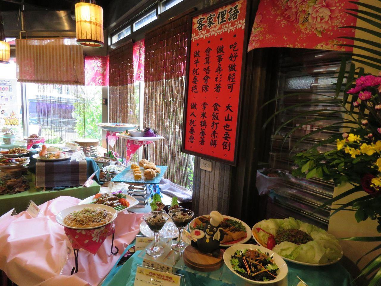桃園市客家事務局,舉行客家美食HAKKA FOOD餐廳輔導計畫成果展,推出28道...