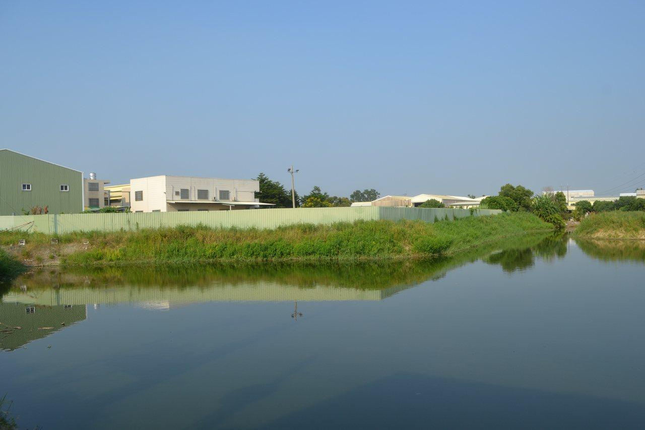 台南市歸仁區柴埤已有部分被填平,埤塘面積縮小。記者鄭惠仁/攝影