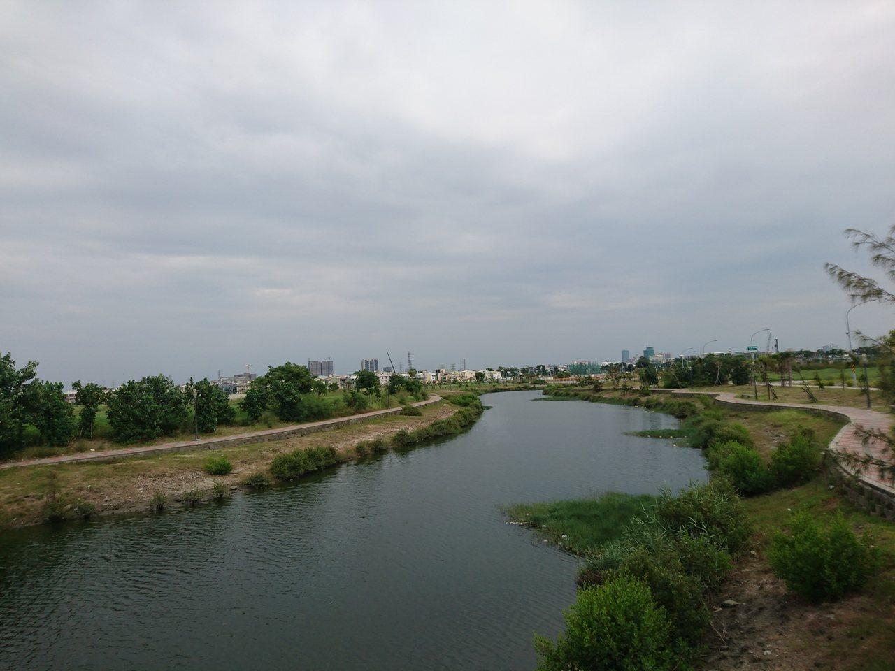 台南市安南區九份子原為較低屋濕地,重劃後土地墊高,僅留一水道,蓄水功能大降。記者...