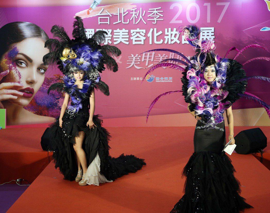 華夏科大時尚造型秀。記者陳瑞源/攝影