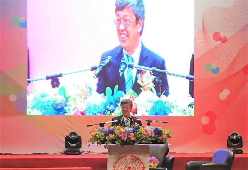 副總統陳建仁出席頒獎典禮,感謝偉大的醫護人員奉獻歲月,讓這個島嶼更加美麗。記者羅...