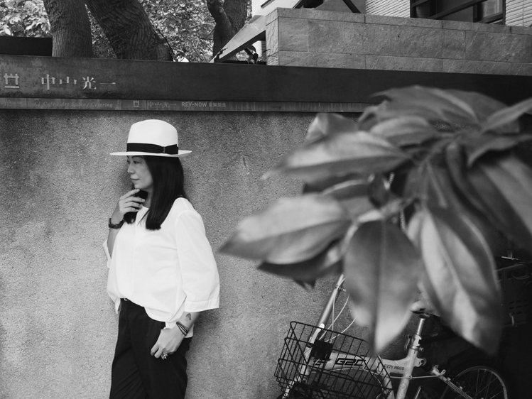 戴上巴拿馬草帽,風格輕鬆建立。攝影/Jamie Chiang