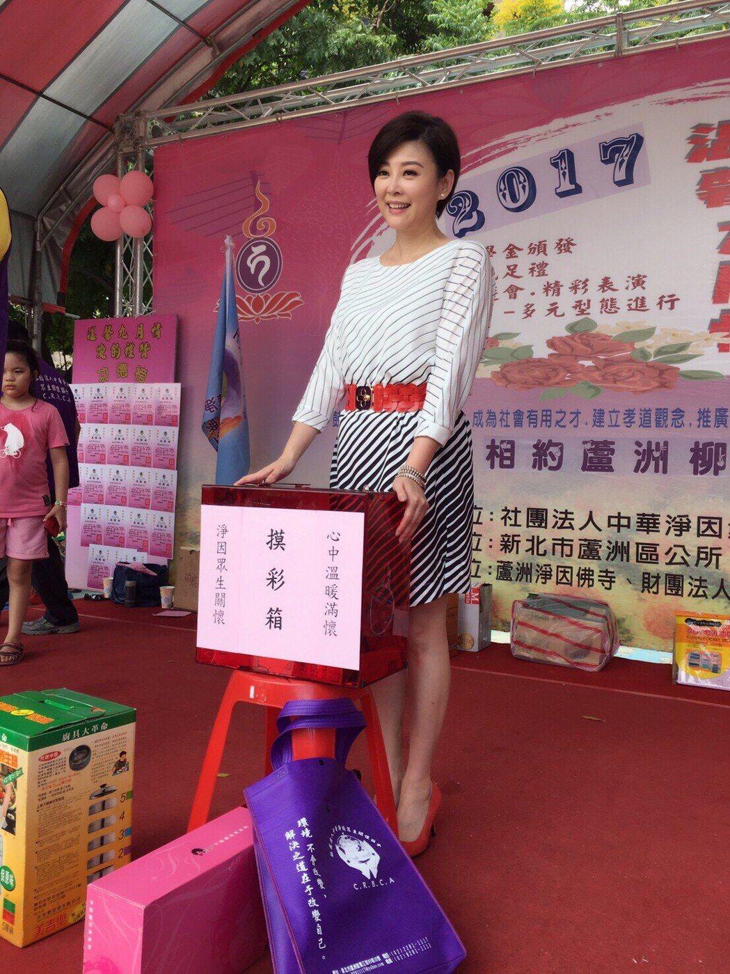 方馨擔任關心弱勢學童愛心大使,出席助學金發放園遊會。圖/民視提供