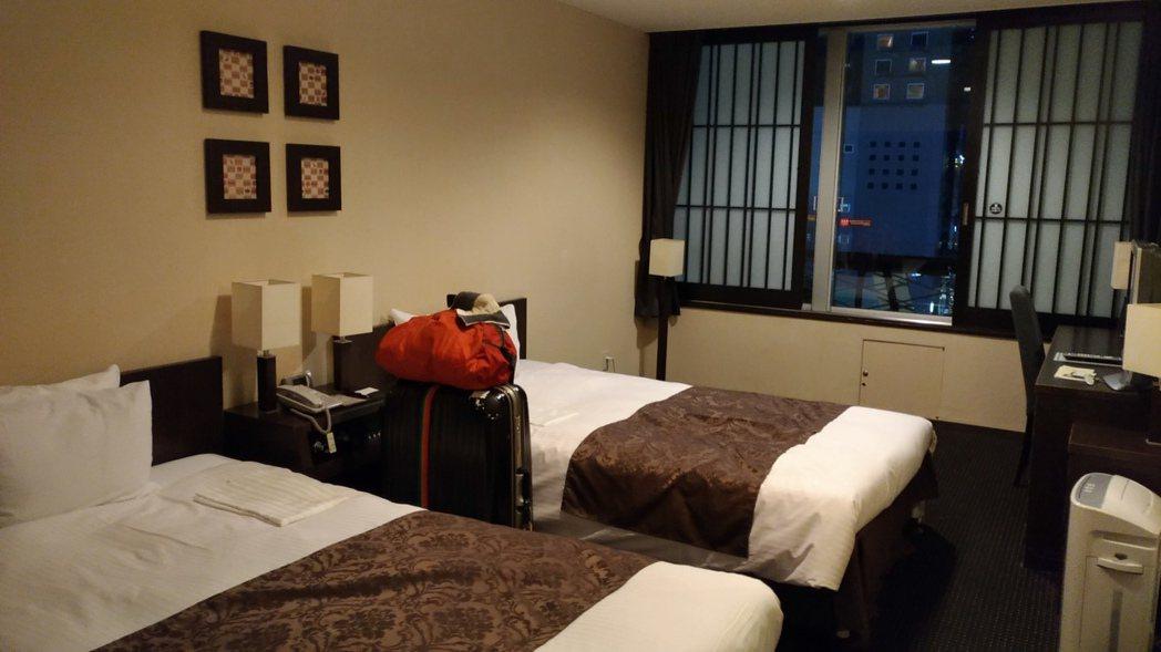 飯店房型選擇1人1床,最好還能有空間攤平行李箱。 記者楊德宜/攝影