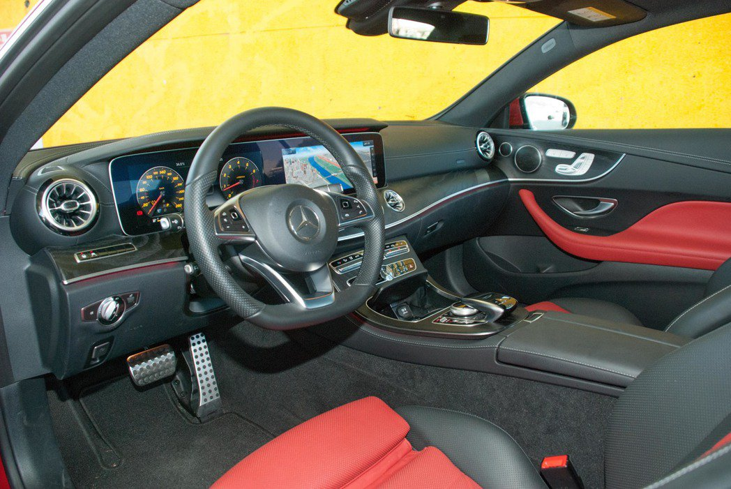Mercedes-Benz E400 4MATIC Coupé內裝。記者林昱丞/...