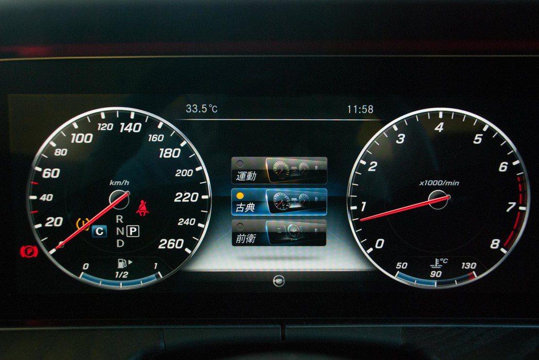 12.3吋數位化儀表板,有多種模式可供選擇。記者林昱丞/攝影