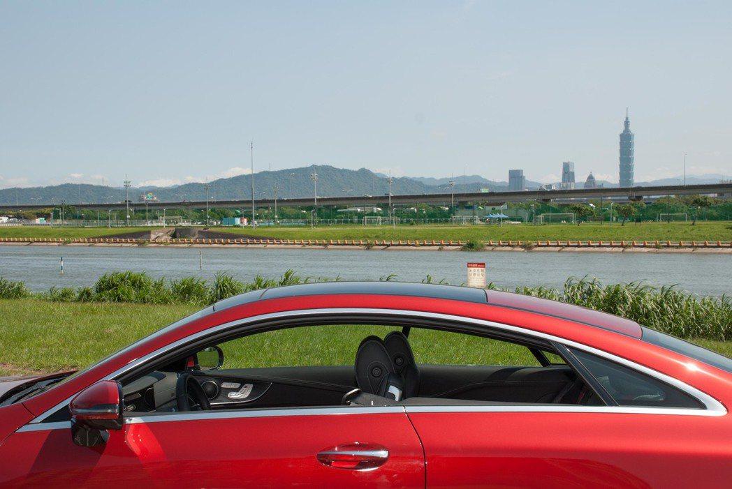 漂亮的車頂。記者林昱丞/攝影