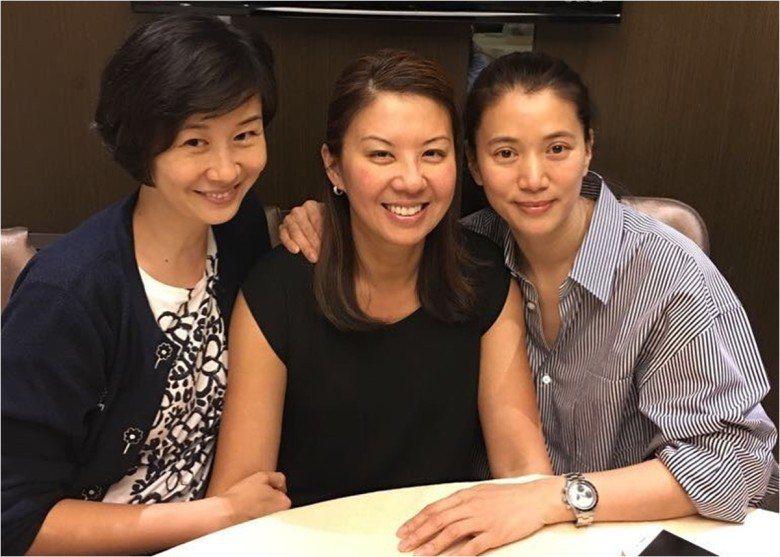 姚康莉(左起)、翁杏蘭、袁詠儀共同合照。圖/摘自微博