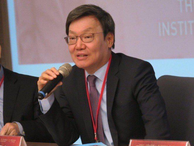 台灣研究基金會舉行「總統直選與民主台灣」學術研討會,前國安會秘書長蘇起面對民眾提...