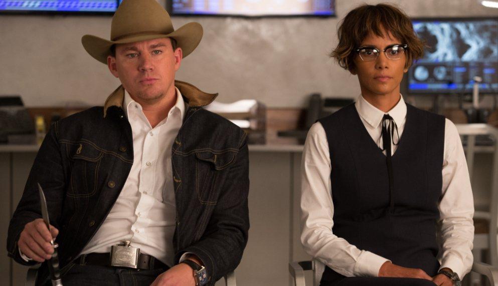 查寧坦圖(左)、荷莉貝瑞(右)在「金牌特務:機密對決」飾演美國特務組織「仕特曼」...