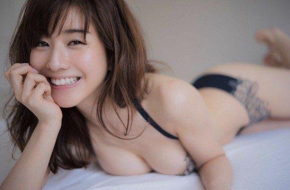 田中美奈實為雜誌展現曼妙曲線。圖/摘自ENDIA