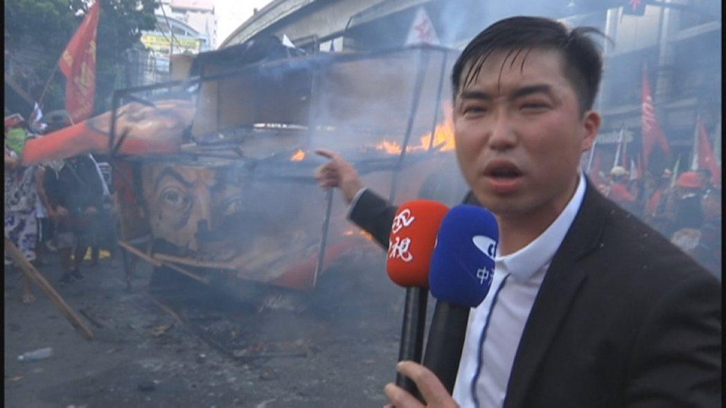 中天記者張禹宣採訪菲律賓反暴政遊行。圖/中天提供