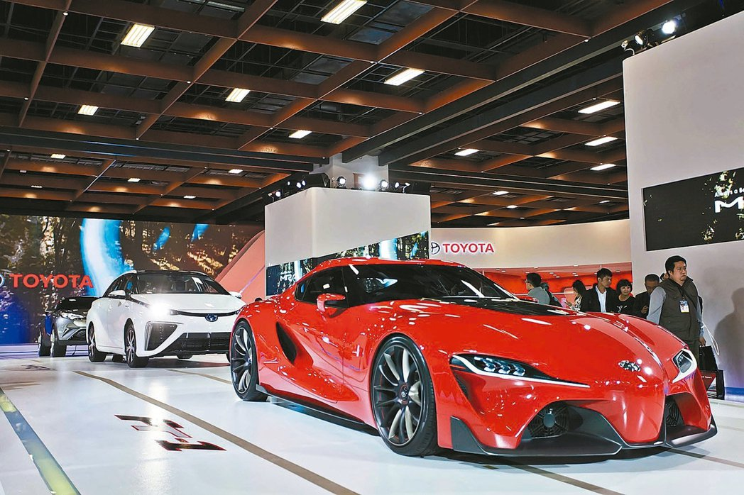 TOYOTA展出的量產氫燃料電池車。 本報系資料庫