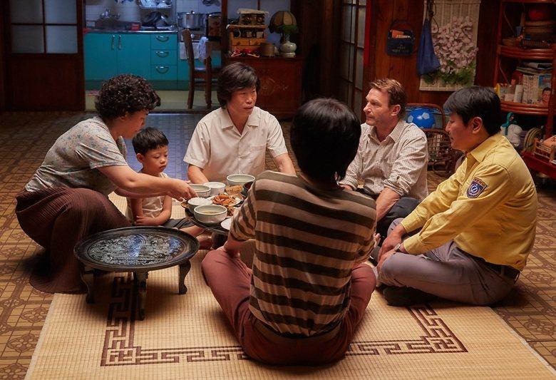 「情」是韓國傳統社會生活中非常重視的一部分,是一種人與人之間互相扶持關懷的情分,...