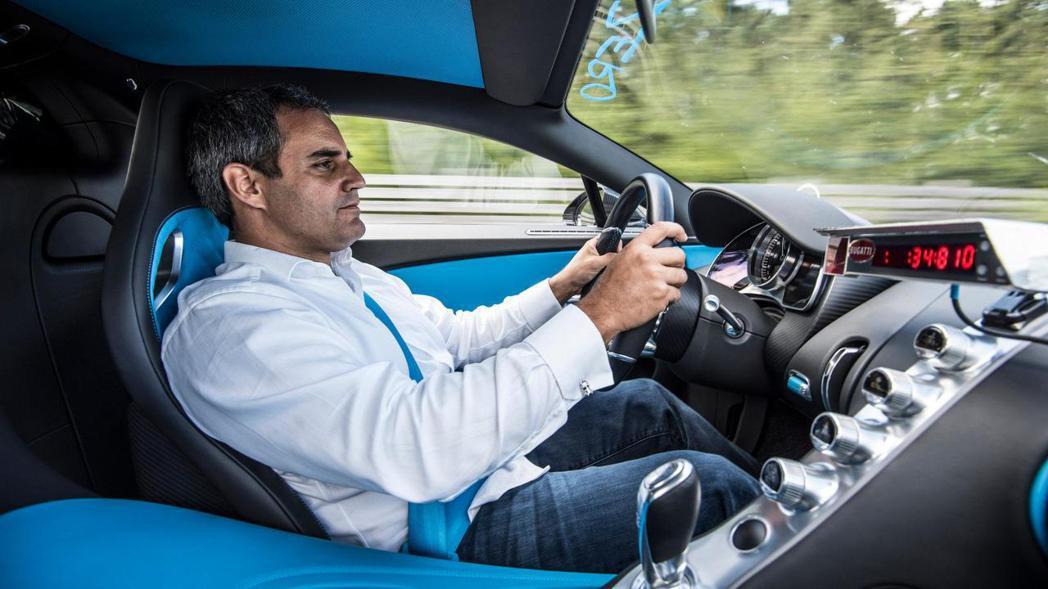 Bugatti Chiron座艙搭載全新多功能方向盤,以及全車標配六具氣囊。 圖...