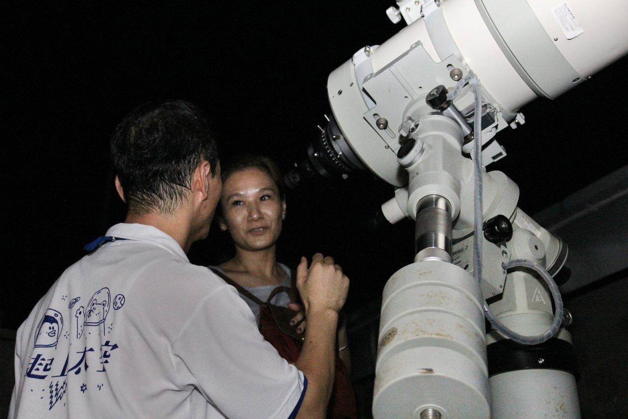 「台灣天文日」 將至,南瀛天文館邀遊客觀測守護星空。圖/南瀛天文館提供
