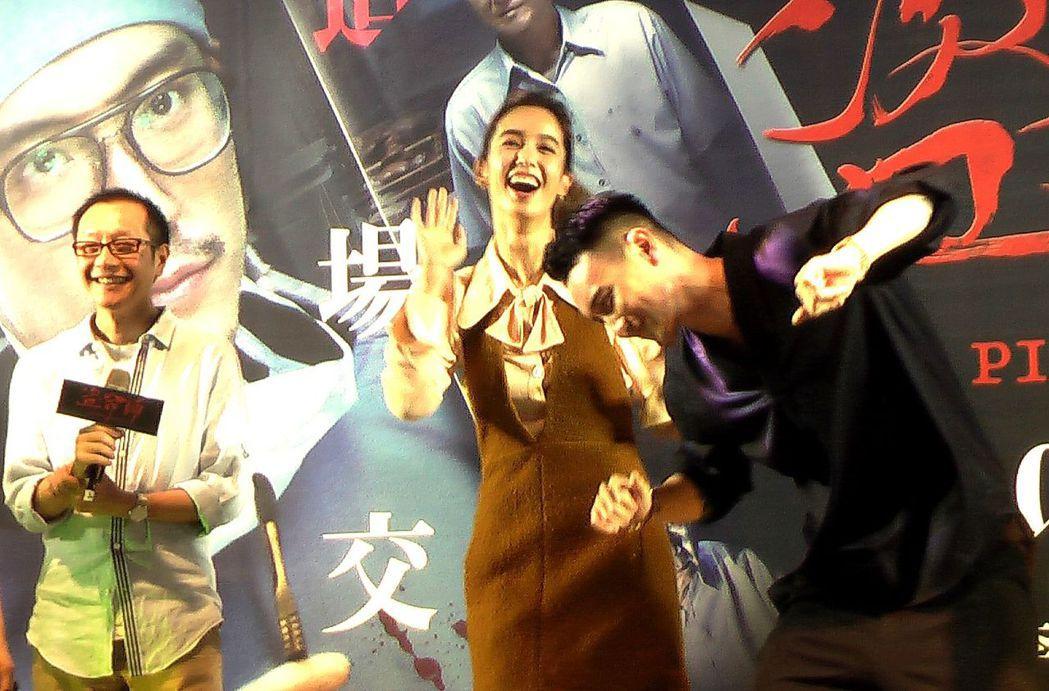 王陽明(右)與陳庭妮(中)大跳求偶「鴿子舞」,導演李啟源(左)不喊卡!記者徐如宜...