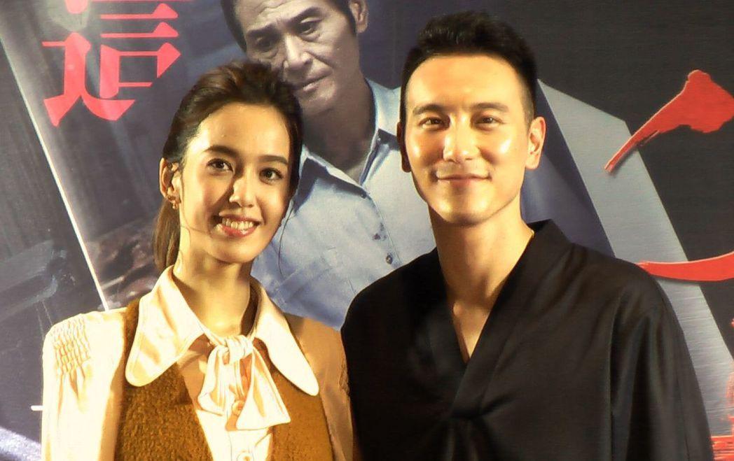 由王陽明(右)、陳庭妮(左)主演的犯罪懸疑電影「盜命師」,在高雄夢時代喜滿客影城...