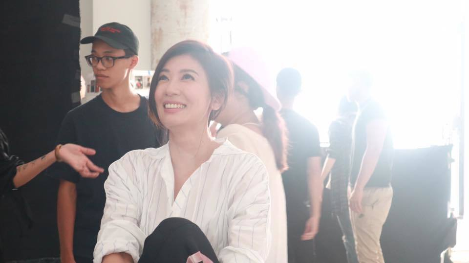 賈靜雯PO出眉開眼笑的照片引發熱議。圖/摘自臉書