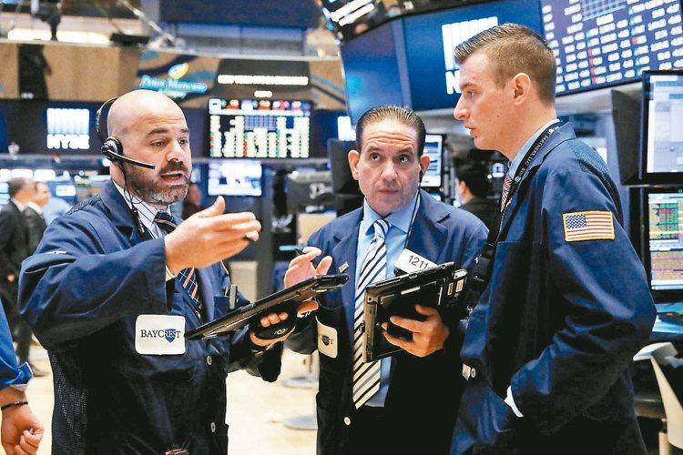 以美國為首的全球央行開始緩步升息的腳步,債券收益將相對降低,法人指出,若能在投資...