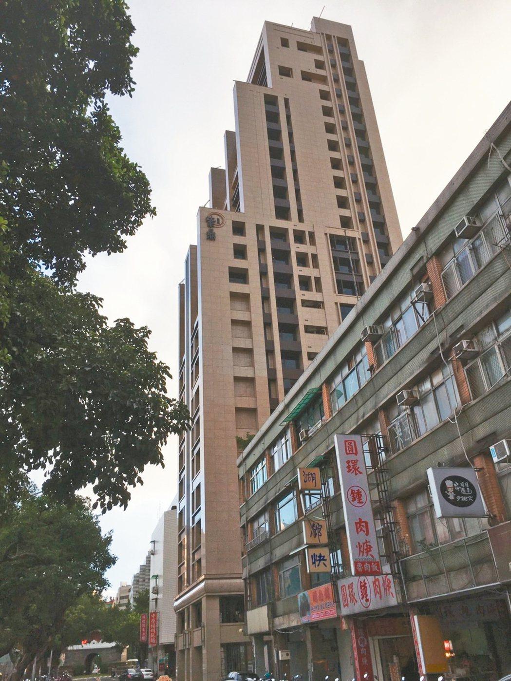 「皇翔紫鼎」近日9樓成交一戶,單價跌破9字頭。 台灣房屋/提供