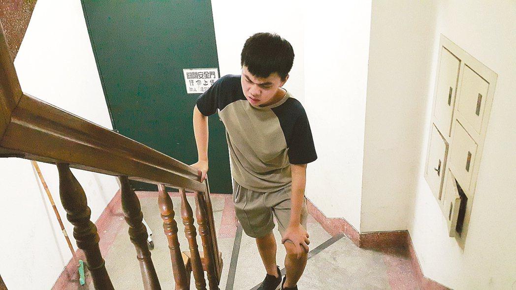 孩子喊關節疼,有可能是兒童特發性關節炎;此為示意圖。 台灣兒童過敏氣喘免疫及風濕...
