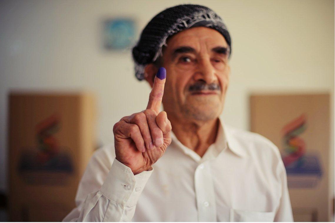 對參與歷史性公投感到滿意的庫德長者。 圖/路透社