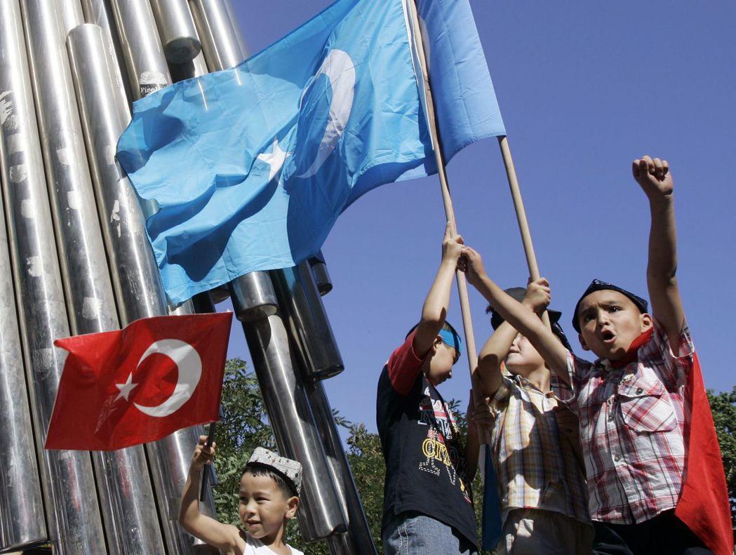 對土耳其人而言,維吾爾人一向是溫和穆斯林,並且與土國有緊密且正向的聯繫。圖為在土...