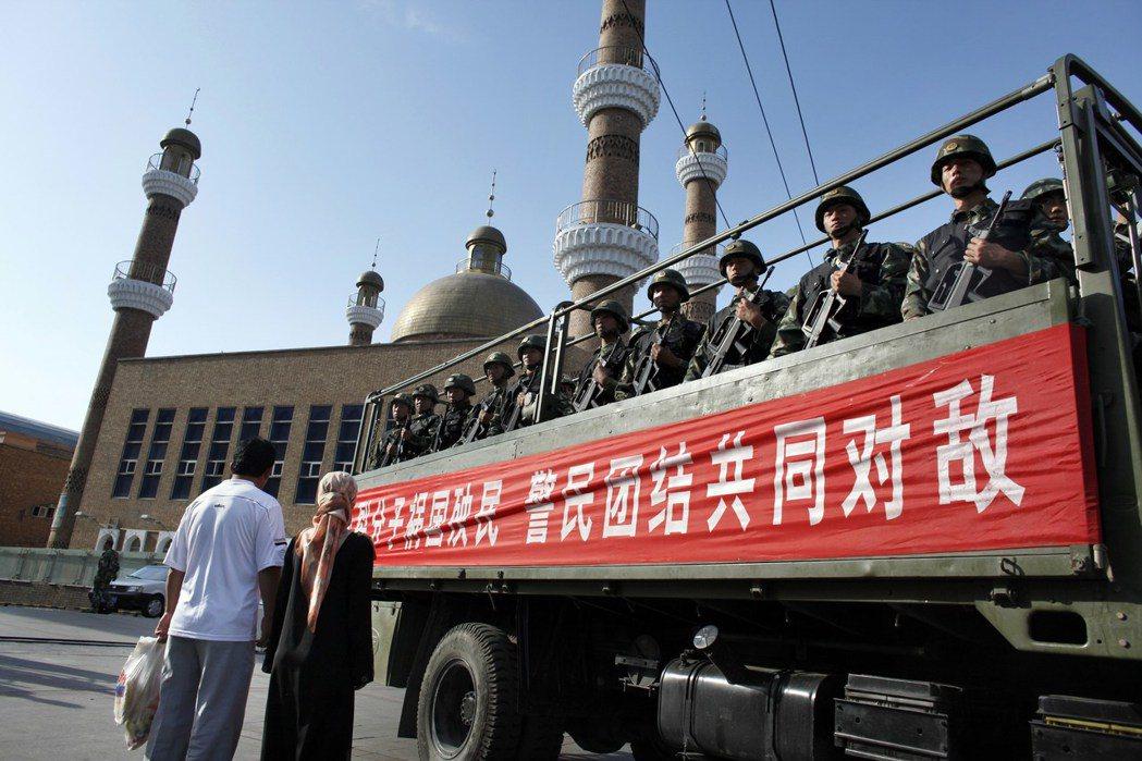 幾近殖民式的統治在新疆引發民怨及暴動,也讓維吾爾反抗運動愈趨激進。圖為2009年...