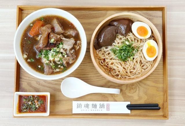 麻辣半筋半肉湯+銷魂麵套餐,售價280元。  記者邱德祥