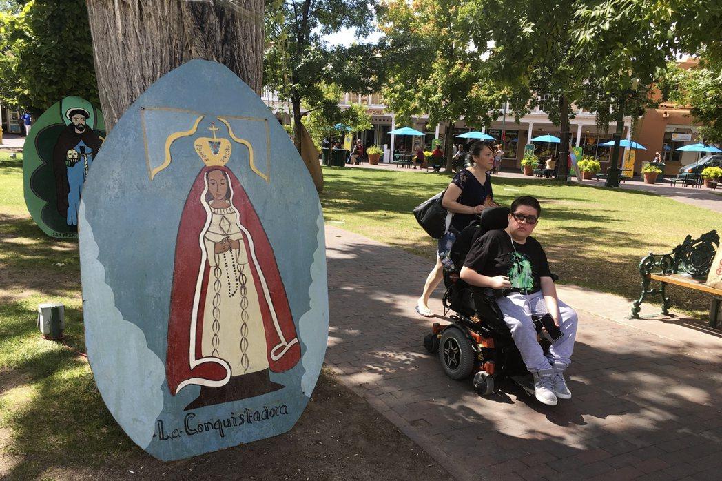 許多人對Fiesta的認識是慶祝「OUR LADY」(聖母瑪利亞)來到這裡四百年...